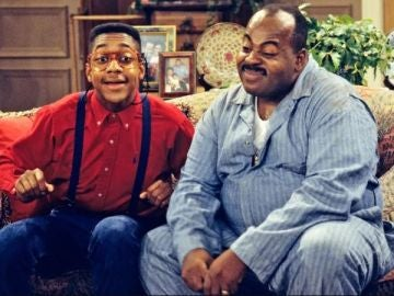 Jaleel White (Steve Urkel) y Reginald VelJohnson (Carl Winslow) en 'Cosas de Casa'