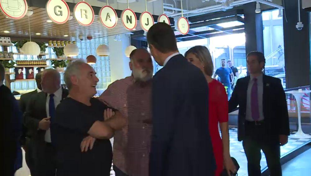 Pedro Sánchez y su mujer vistan el Mercado Little Spain de Ferrán Adriá y José Andrés en Nueva York
