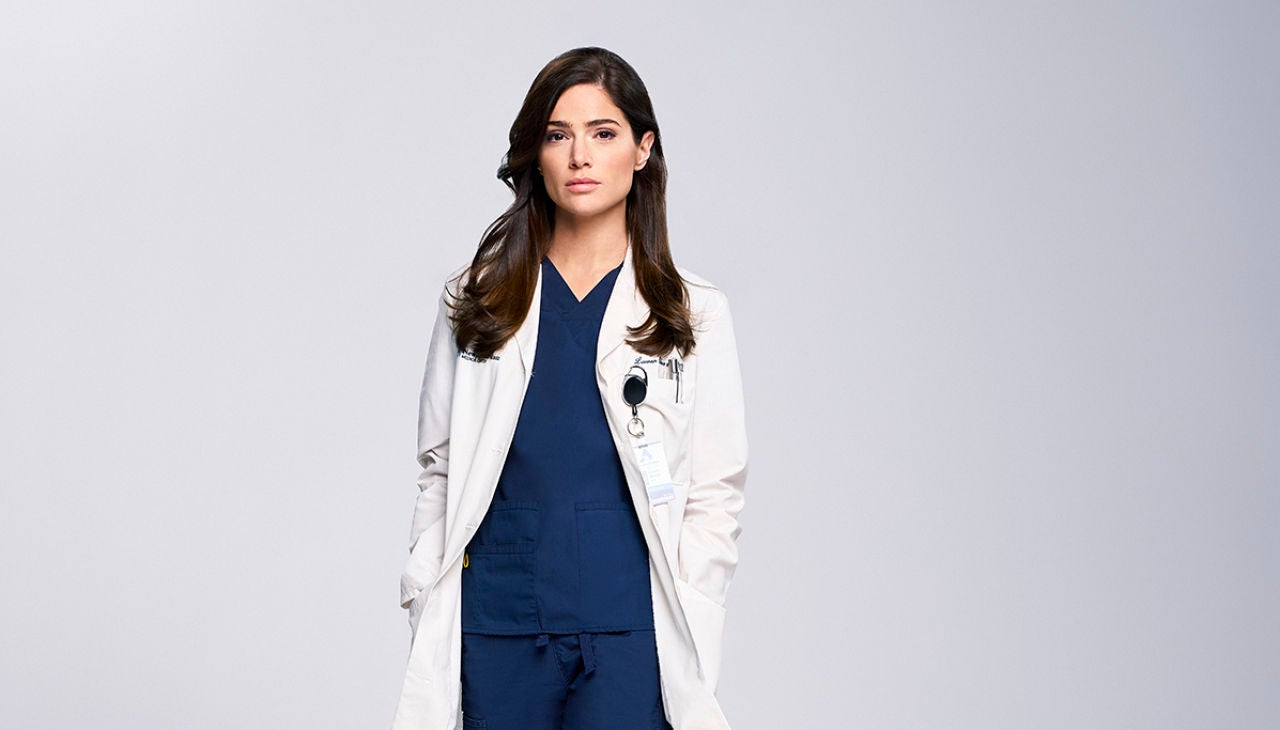 Janet Montgomery interpreta a la Dra. Lauren Bloom en 'New Amsterdam'