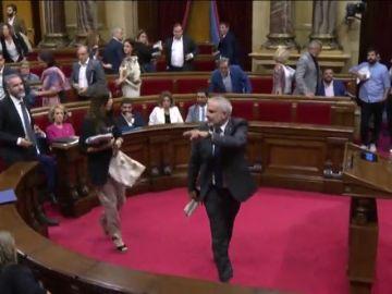 Bronca en el Parlament por el encarcelamiento de los CDR: Torrent expulsa a Carrizosa, que deja su escaño acompañado del partido