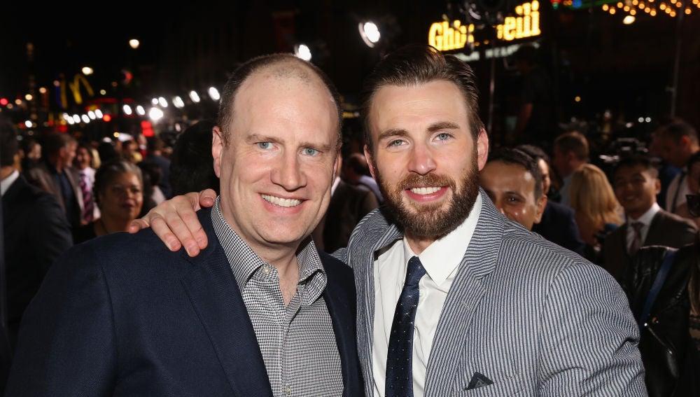Kevin Feige (Marvel) junto a Chris Evans (Capitán América)