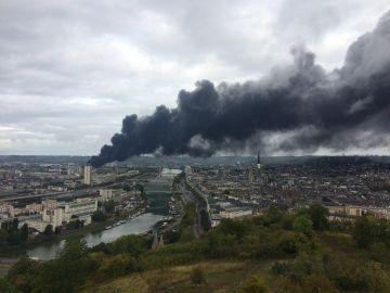 Un incendio en una planta química de Ruán