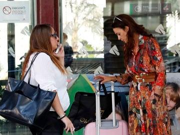 Rocío Carrasco y Olga Moreno a su llegada a Sevilla