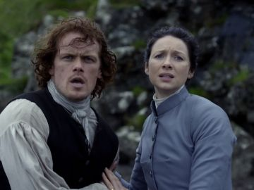 Claire (Caitriona Balfe) y Jamie Fraser (Sam Heughan) en 'Oulander'