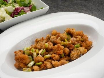 Lecheritas con ajos frescos y ensalada