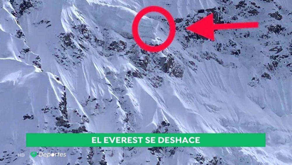 Las impactantes imágenes de una cascada de hielo del Everest que ha provocado la retirada de dos expediciones