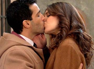 Ignacio y María se besan en 'Amar es para siempre'