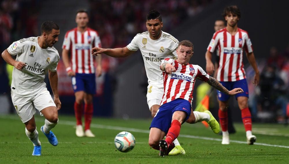 Casemiro en el derbi entre el Atlético de Madrid y Real Madrid