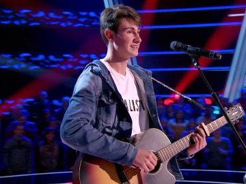 Melendi anima a Marcos Balmori a cantar en 'La Voz Kids' una canción que ha compuesto él mismo