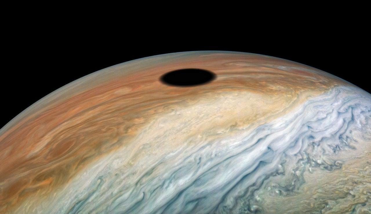 Sombra proyectada por Ío sobre Júpiter
