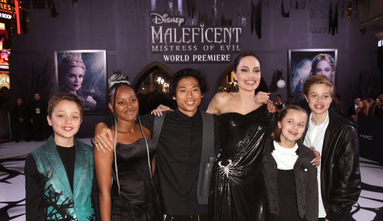 Angelina Jolie junto a sus hijos