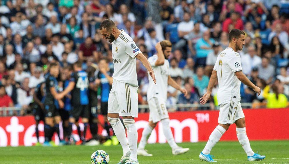 Los jugadores del Real Madrid, tras un gol del Brujas