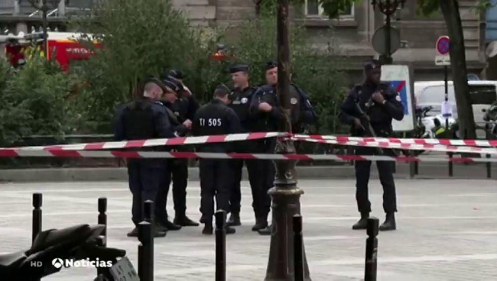 Al menos cuatro policías muertos en un ataque con un cuchillo en una comisaría de París