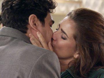 'Amar es para siempre': Irene y Armando ponen fin a su 'desliz' con una apasionada despedida