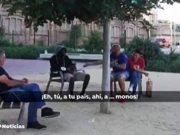 """Las amenazas racistas a una persona negra en un parque de Barcelona: """"A tu puto país, con los monos"""""""