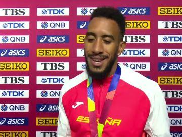 """Orlando Ortega recibe su medalla de bronce: """"Ahí arriba hay un Dios"""""""