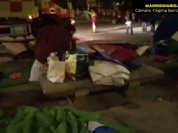 Desalojan a las personas sin hogar acampadas en el Paseo del Prado desde el 16 de abril