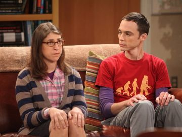 Jim Parsons y Mayim Bialik, Sheldon Cooper y Amy en 'The Big Bang Theory'
