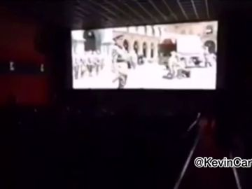 Radicales de extrema derecha boicotean a gritos '¡Viva Cristo Rey!' la película de Amenábar en un cine de Valencia