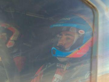 Fernando Alonso, a bordo de su Toyota en el rally de Marruecos