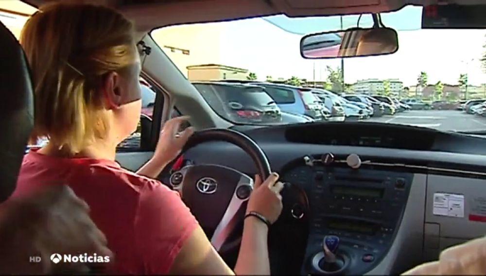 Las mujeres taxistas de Valencia reciben clases de defensa personal contra la violencia machista