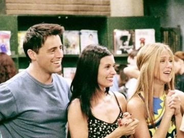 Jennifer Anniston, Matt LeBlanc y Courtney Cox  en Friends