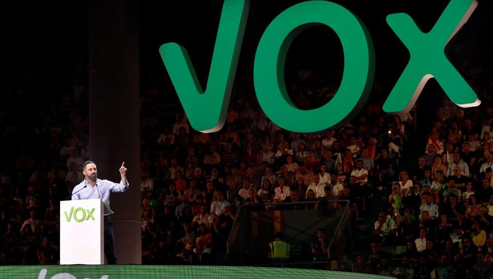 El líder de Vox, Santiago Abascal, durante un acto de precampaña celebrado este domingo en el Palacio de Vistalegre