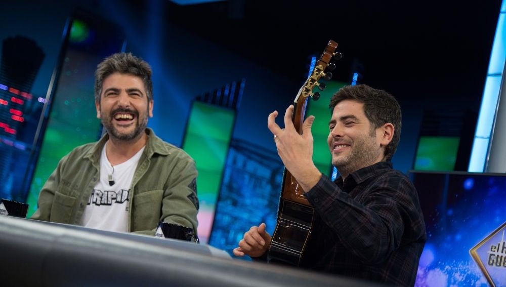 Estopa sorprende en directo en 'El Hormiguero 3.0' con unos acordes de su nueva canción 'Pobre Siri'