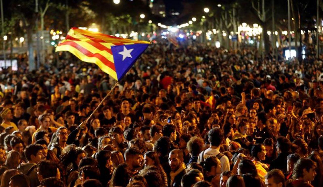 Miles de personas acuden a la concentración convocada por los CDR