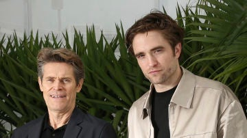 Willem Dafoe y Robert Pattinson