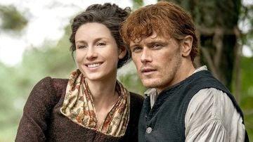 Caitriona Balfe y Sam Heughan son Claire y Jamie Fraser en 'Outlander'
