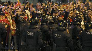 Miembros de la ultraderecha se manifiestan en Barcelona