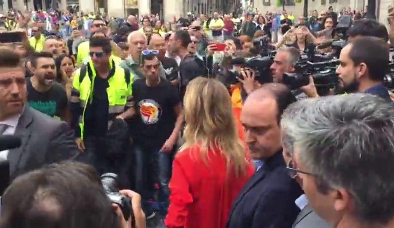 Cayetana Álvarez de Toledo se encara con los estibadores en Barcelona