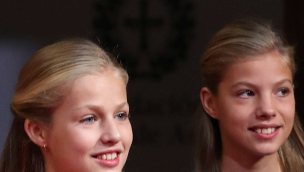 La princesa Leonor y la infanta Sofía en las audiencias de los Premios Princesa de Asturias