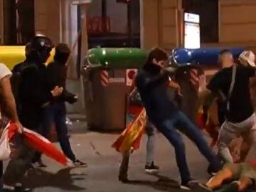 Ultras de Barcelona y Espanyol protagonizan graves disturbios en Cataluña
