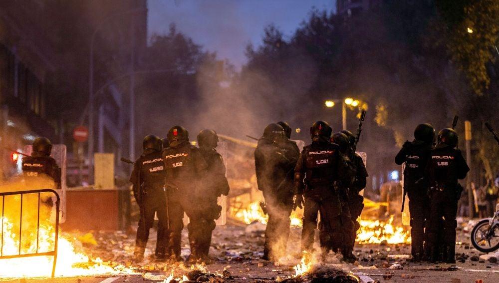 Batalla campal en las inmediaciones de la jefatura de la Policía