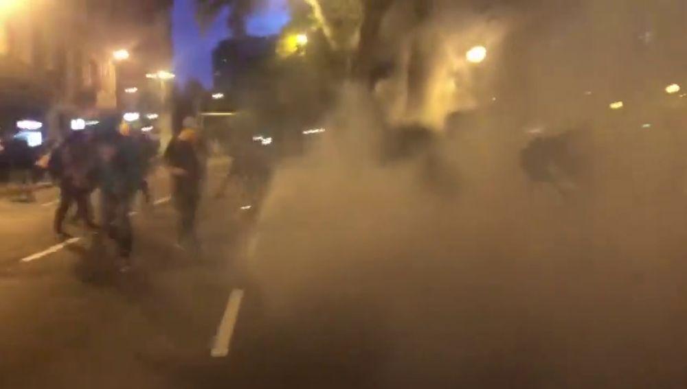 Gas pimienta para contener a los violentos en Barcelona