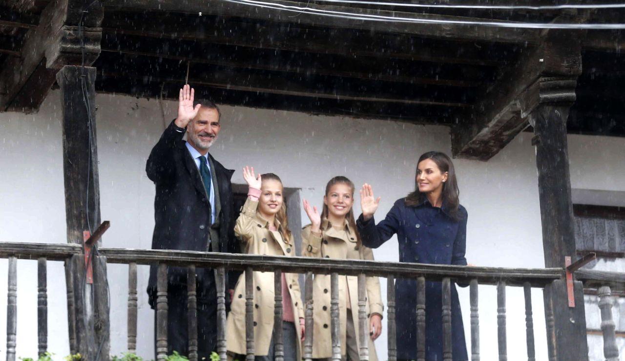 """Asturias despide con lluvia a la princesa, que pide """"cuidar los pueblos"""""""