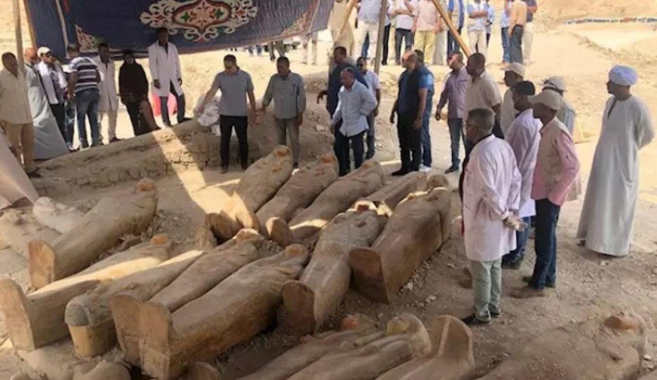 Sarcófagos con momias de 3.000 años de antigüedad en Egipto
