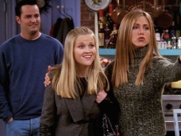 Reese Witherspoon y Jennifer Aniston en 'Friends'