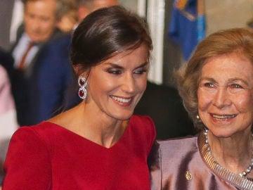 la reina Letizia y la reina Sofía en los Premios Princesa de Asturias