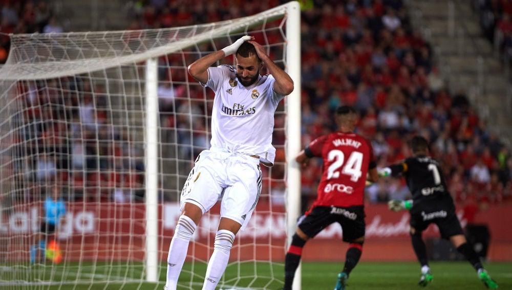 Benzema se lamenta de una ocasión fallada