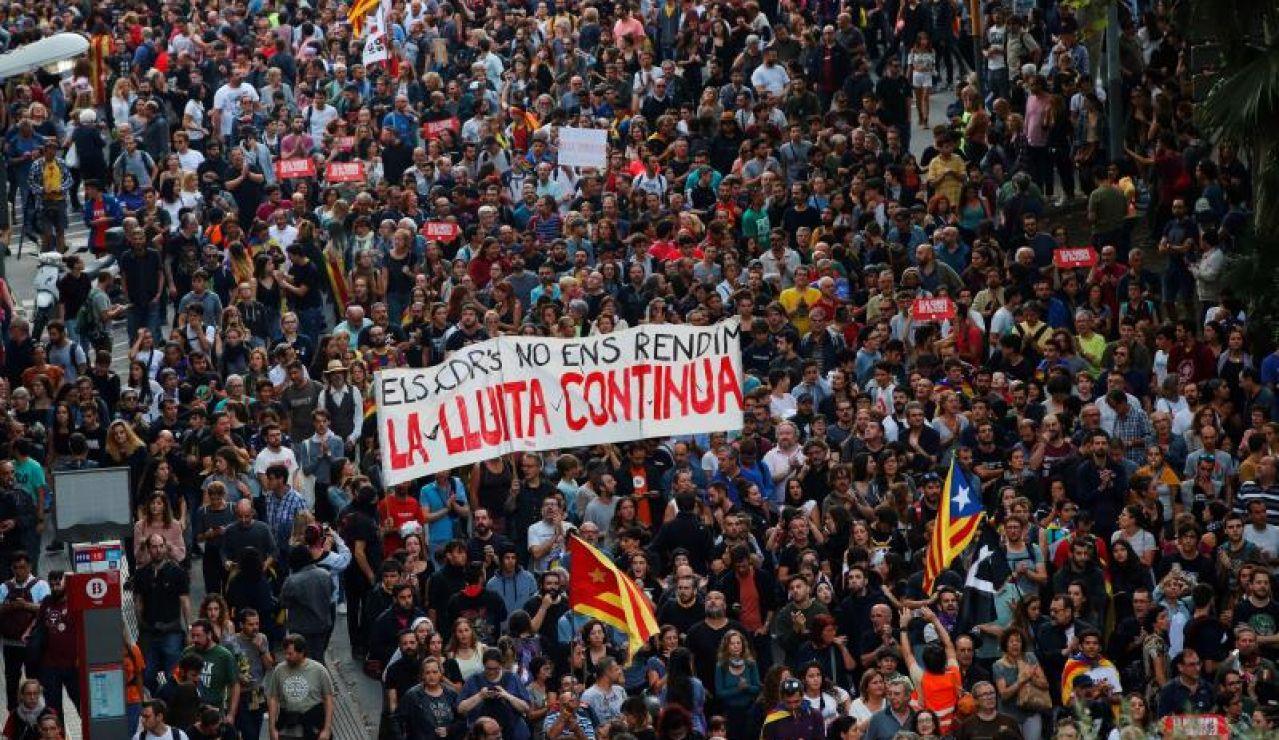 Miles de personas se concentran en una nueva protesta en Barcelona