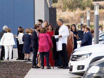 Los invitados, a su llegada a Sa Fortalesa, lugar del enlace entre Nadal y Xisca