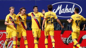 Los jugadores del Barcelona celebran el gol de Griezmann en Ipurua