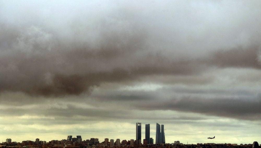Elecciones generales 2019: Imagen del cielo nublado en Madrid