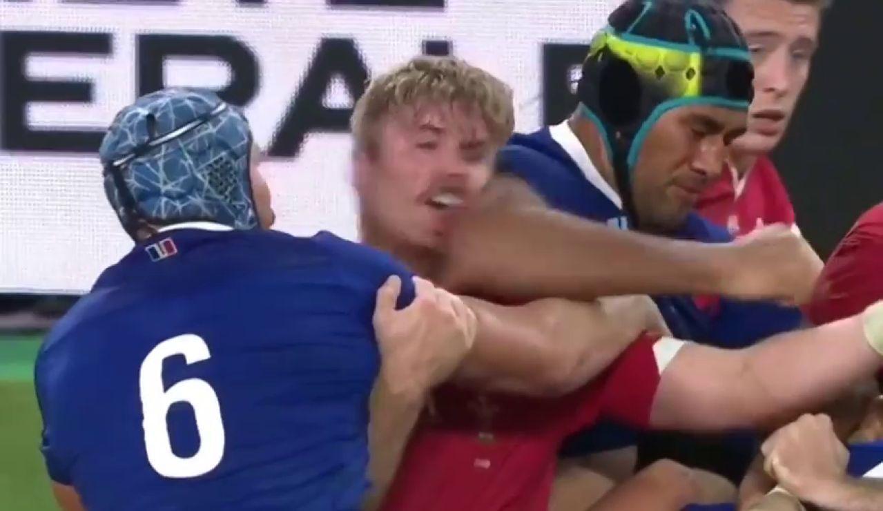 El terrible codazo de Sebastien Vahaamahina que provocó la eliminación de Francia del Mundial de rugby