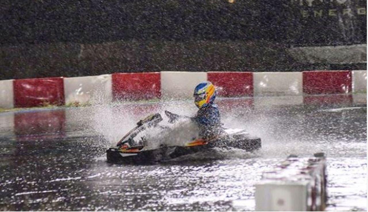 Fernando Alonso, a los mandos de un kart