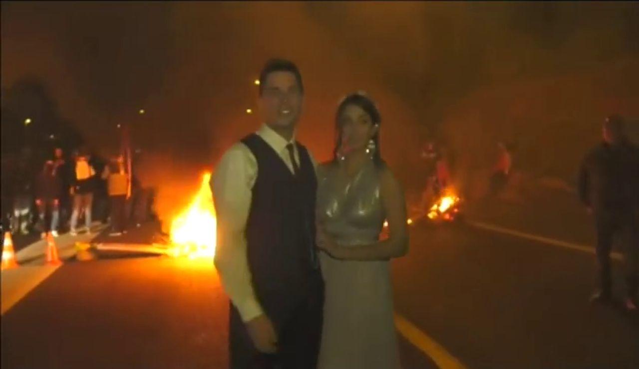 La pareja de recién casados en las protestas de Vic