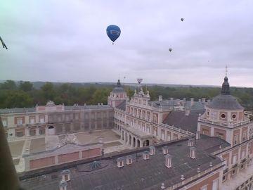 Globos sobrevuelan el Palacio Real de Aranjuez